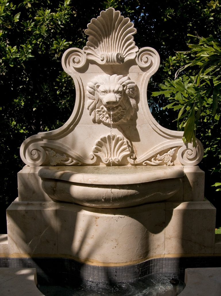Gold lion fountain small