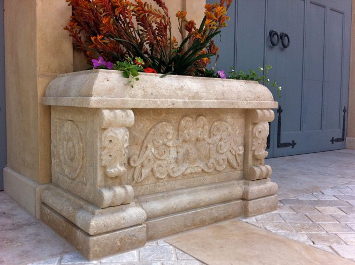 Payton planter in Beaumaniere limestone