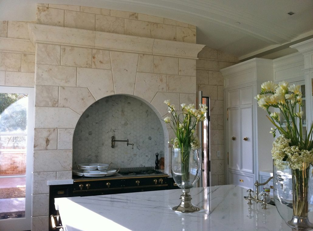 stone kitchen hood Villa Melograno